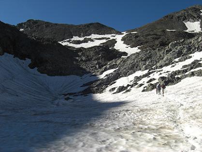 Passage près d'un étang (2870 mètres) recouvert de neige
