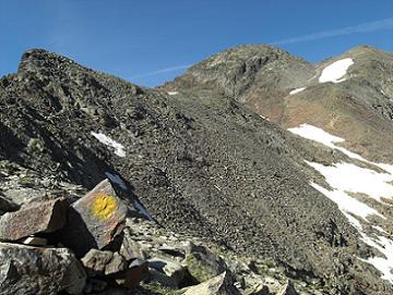 Du col frontière 2978 mètres, la crête 3041 mètres, la Pica d'Estats et le pic Verdaguer