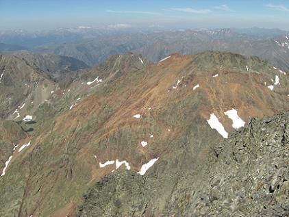 Du sommet de la Pica d'Estats 3143 mètres, le pic du Port de Sullo ou pic de Sotllo