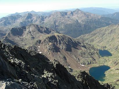 Du sommet de la Pica d'Estats 3143 mètres, Le Vall Ferrera et les Estanys d'Estats et de Sotllo