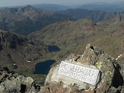 Du sommet du pic Verdaguer 3131 mètres, le vall Ferrera et les Estanys d'Estats et de Sotllo