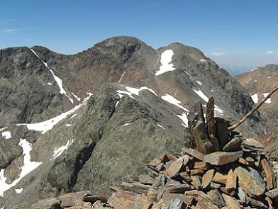 Du sommet du pic du Montcalm 3077 mètres, la Punta Gabarro, la Pica d'Estats, les pics Verdaguer et du Port de Sullo