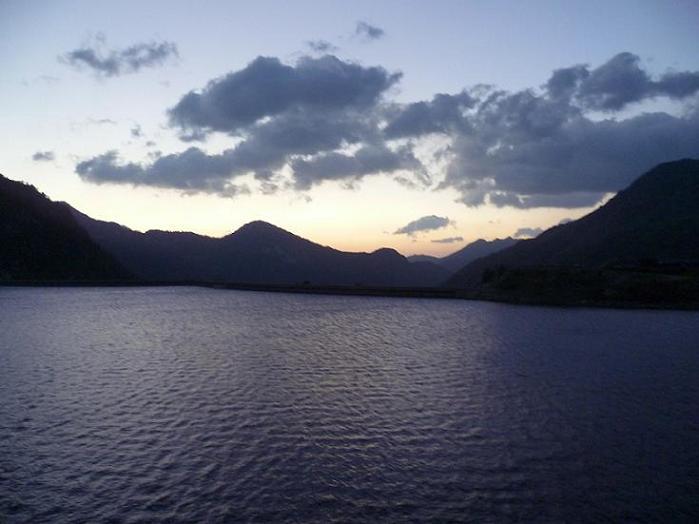 Peu après le départ du barrage de Cap de Long 2175 m, regard derrière