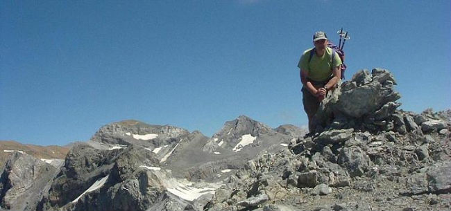 Arrivée au sommet de la Tour du Marboré 3009 m, Cilindro et Monte Perdido dans le dos