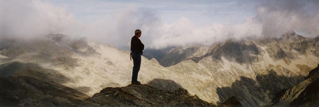 Panorama depuis le sommet du pic d`Estaragne 3006 m