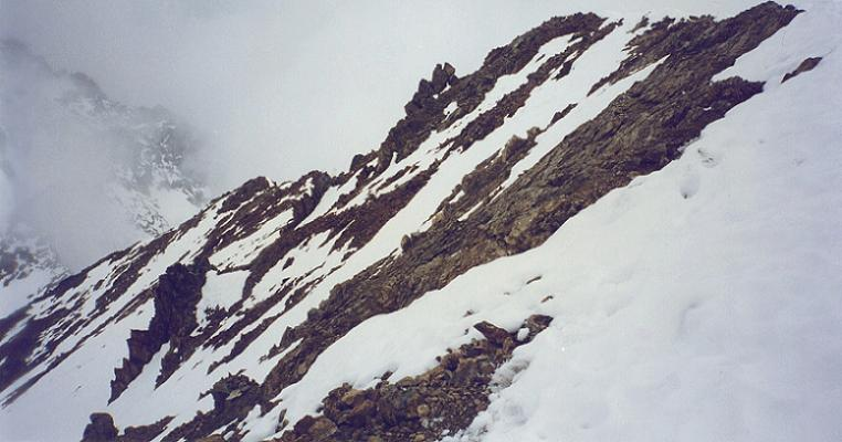 Du sommet du pico de Garmo Negro (3051 m), la crête qu`il a fallu gravir