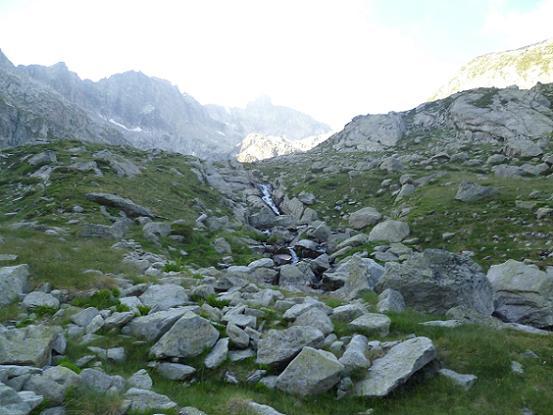 Traversée du torrent issu du lac Tourrat 2320 m