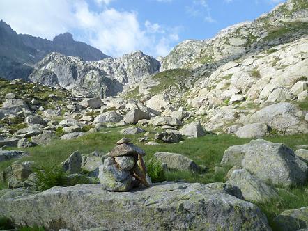 Montée vers le lac Tourrat, face au pic Long