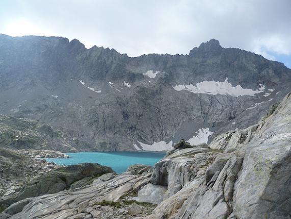 A hauteur du lac Tourrat 2621 m, devant le pic Long