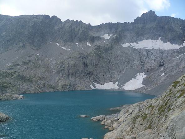 Le lac Tourrat 2621 m et le pic Long 3192 m