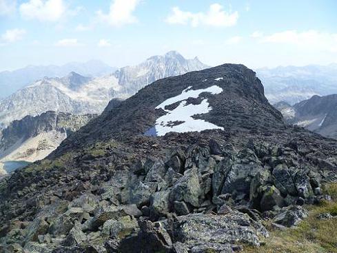 Du sommet du pic ou Pale de Crabounouse 3021 m, le pic de Néouvielle et au premier plan, le sommet Nord-Est coté 3016 auquel je vais aller rendre visite
