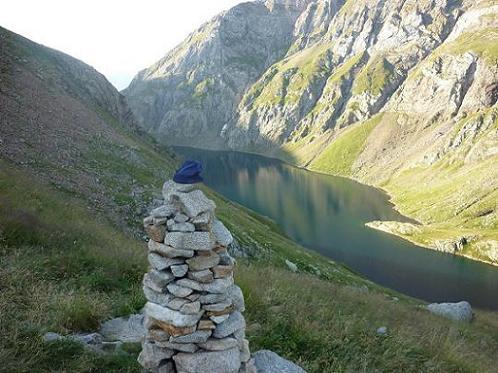 Gros cairn juste avant d`arriver à la cabana del Botornas 2330 m