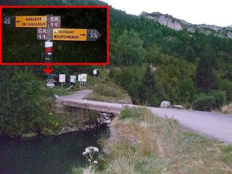 Départ en suivant le GR 11, direction Respomuso, qui traverse la passerelle en amont de l`embalse de la Sarra 1438 m