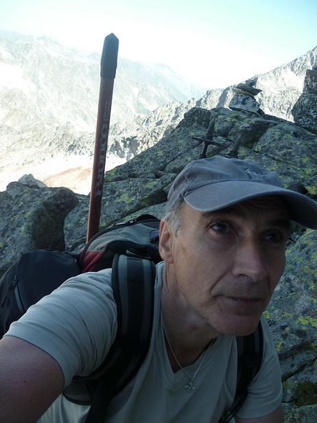 Après avoir contourné la arista Robach, escalade de la cheminée qui donne accès à la brèche de la crête