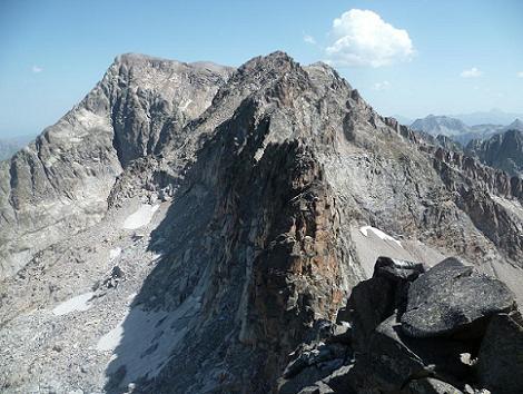 Du sommet de la Frondella Occidental 3001 m, les picos de la Frondella et le Balaitous