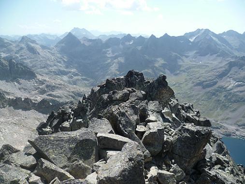 Du sommet de la Frondella Occidental 3001 m, La Grande Fache, le Vignemale, les picos del Infierno et Garmo Negro
