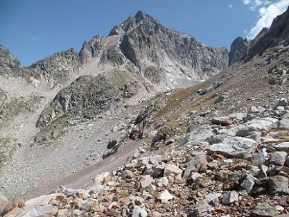 Passage au Cuello Wallon 2508 m, devant le Balaitous seigneur des lieux