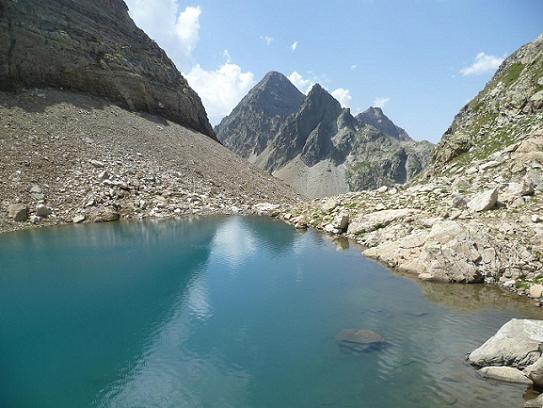 Le Gorg Helado 2404 m et le pic d`Arriel