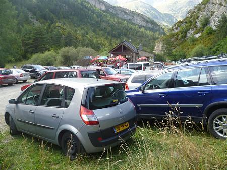 Retour à l`aire de stationnement de la Sarra 1438 m, archipleine