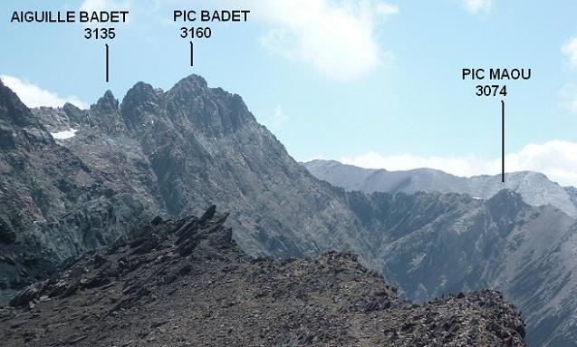 Depuis la crête qui mène au pic de Bugarret, l`Aiguille Badet, le pic Badet et le pic Maou