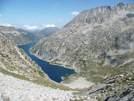 Après avoir franchi la Hourquette de Bugarret, descente vers le lac de Cap de Long