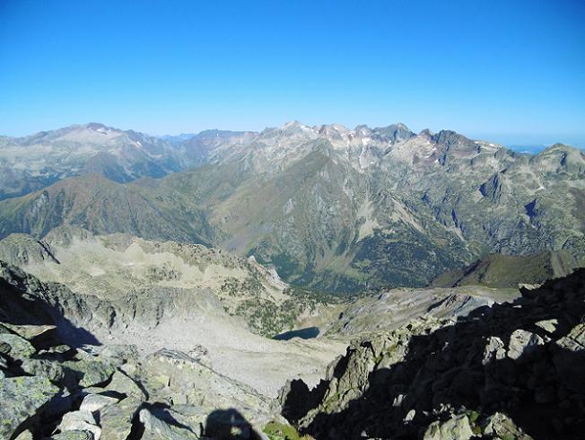 En arrivant à la Brèche (2935 m), regard devant, Posets, Batchimale, Perdiguère