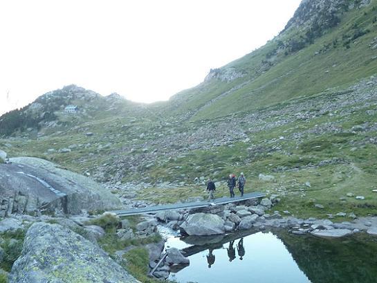 Traversée du déversoir du lac Saussat (1921 m)