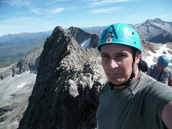 Du sommet du pic des Crabioules Occidental (3106 m), le pic Oriental, le Maupas et le massif Aneto Maladeta