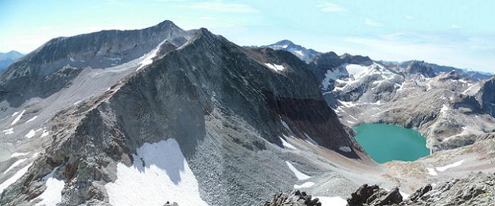 Du sommet du pic des Crabioules Occidental (3106 m), Perdiguère, Posets et Gourgs Blancs