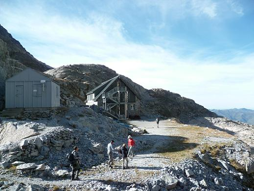 Retour au refuge du Portillon ou refuge Jean Arlaud (2571 m)