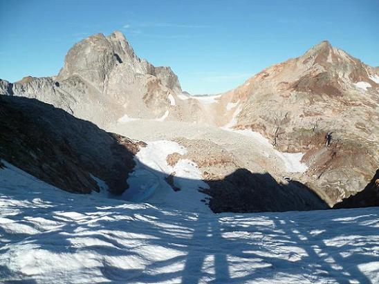 Passage au col Sud-Ouest du Pluviomètre (2880 m), devant Arlaud, Gourgs Blancs et Gourdon