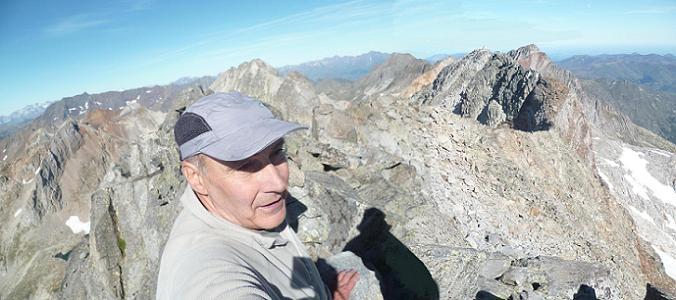 Du sommet du Cap de la Baque Oriental (3102 m), la crête parcourue et Batchimale, Gourgs Blancs et Spijeoles