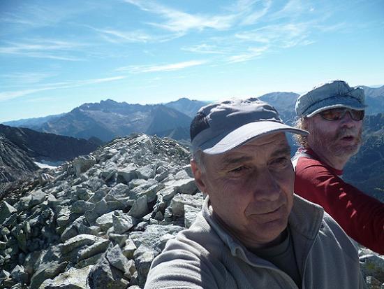Au sommet du pic du Seil de la Baque (3110 m), devant l`Aneto