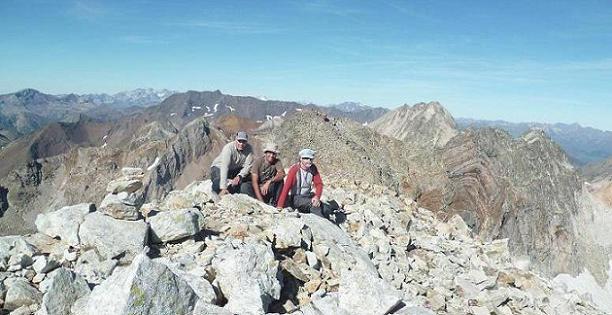 Au sommet du pic du Seil de la Baque (3110 m), devant Monte Perdido, Batchimale, Vignemale, pic Long et Gourgs Blancs