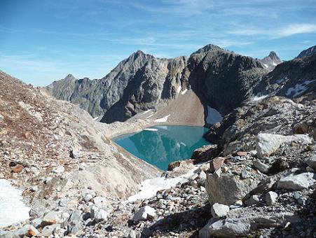 Arrivée au ravin qui marque le début de la traversée à flanc au-dessus du lac Glacé ou lac du Port d`Oô