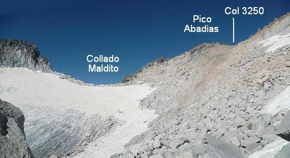 Arrivée au-dessus de la cuvette glacière située sous le Collado Maldito, il faut monter vers le col coté 3250,