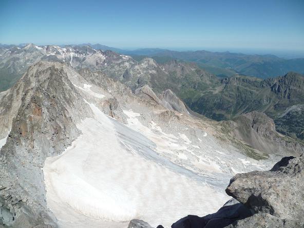 Du sommet du pico de la Maladeta 3308 m, le glacier de la Maladeta