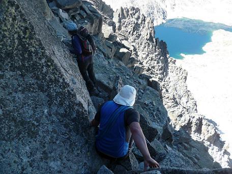 Descente avec prudence versant Cregena pour aller retrouver le col coté 3250