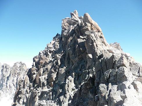 Du col coté 3250, la crête Sud du pico de la Maladeta, qu`on va longer à gauche versant Cregena