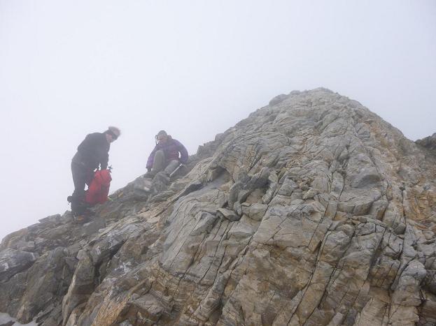 Sortie des crampons au col Lady Lyster (3250 m) pour suivre la crête vers le pic Central