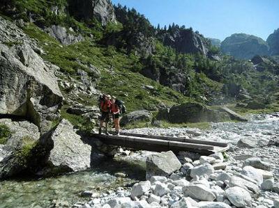 Traversée du ruisseau de Larribet