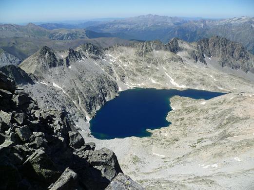 Du sommet du pico Abadias 3279 m, le ibon de Cregena