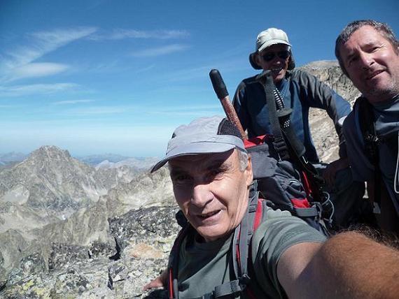 Au sommet de la Aguja Cadier 3022 m, devant le pic Palas et le Balatous