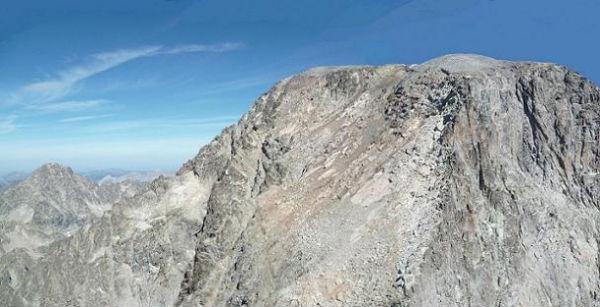 Du sommet de la Aguja Cadier 3022 m, le pic Palas et le Balatous
