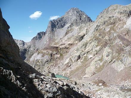 Descente vers le Gorg Helado, face au pic Palas