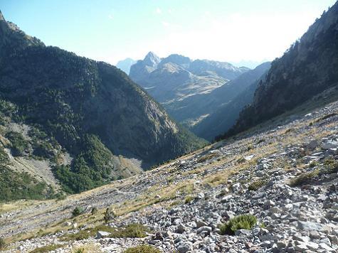 Descente vers la vallée de Aguas Limpias pour y retrouver l`itinéraire de montée