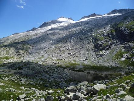 Passage près du ibon del Salterillo 2460 m, sous le pico de Aneto