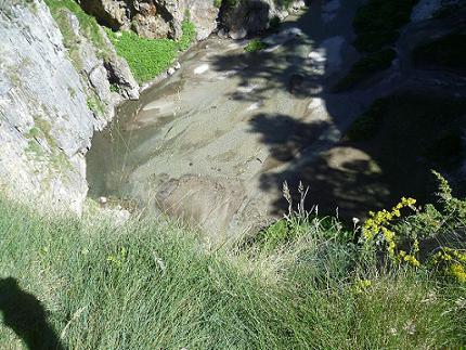Passage près du Forau dels Aigualluts ou Trou du Taureau