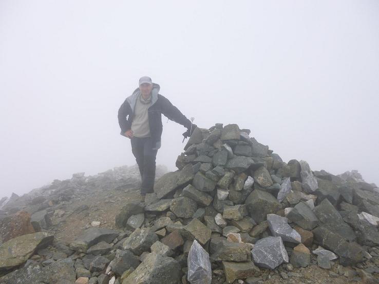 Arrivée au sommet du pic Central (3235 m), dans les nuages
