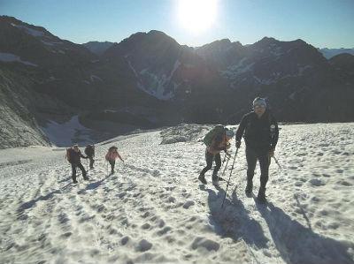 Progression sur le glacier d`Ossoue